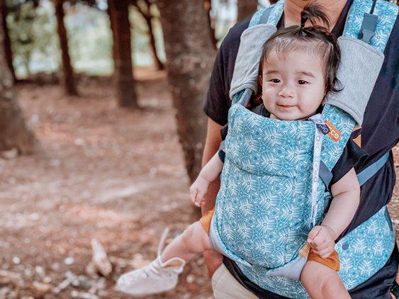 BECO雙子星背巾前背寶寶常常會好奇的左右轉頭3