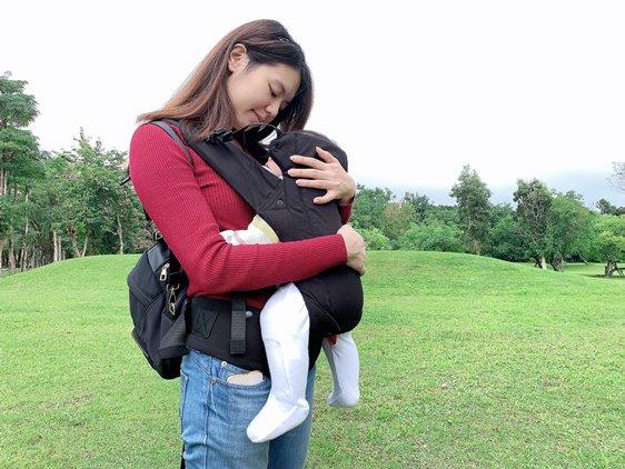 雙子星背巾加厚人體工學座位,讓寶寶更舒適