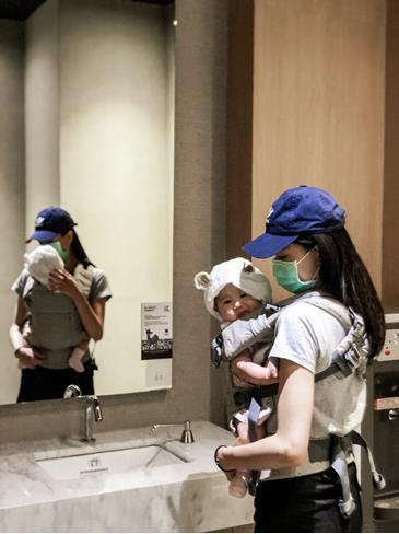 elainetone建議親自試穿感受後,再入手適合爸媽,也適合寶寶的背巾