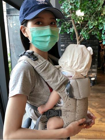 符合寶寶人體工學設計的背巾