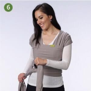 Boba包裹式背巾基本揹法步驟說明:6.將揹巾在後腰交叉,若長度夠可將揹巾拉回前腰。您可依狀況打雙環結在後腰、前腰、或臀部位置