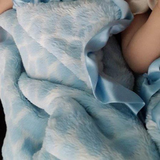 Max Daniel成人毯天藍長頸鹿細節圖